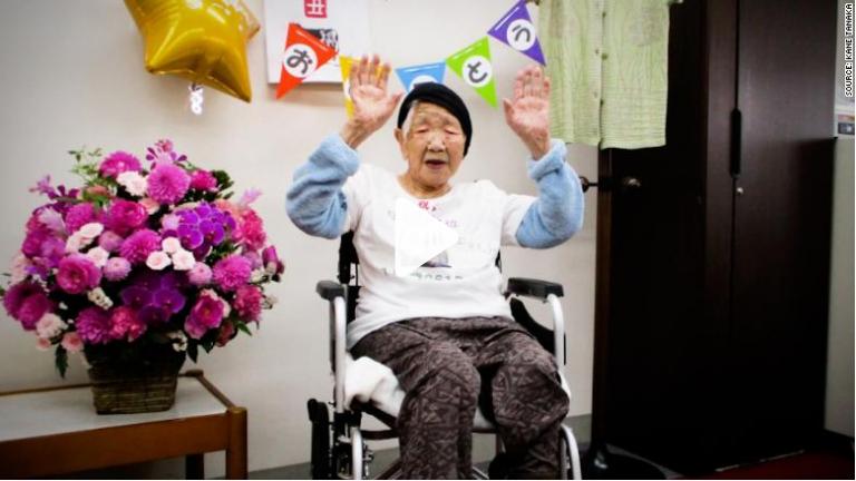حمل شعله المپیک توسط پیرترین فرد جهان