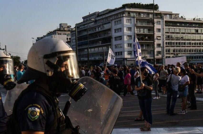 درگیری پلیس یونان با مخالفان واکسیناسیون اجباری کووید-۱۹